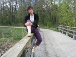 Marjo Heiskanen Viikissä sillalla