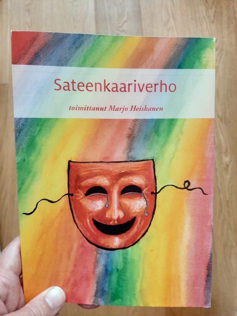 Tekstikokoelma Sateenkaariverhon kansi.